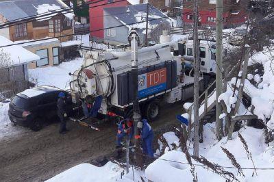 La DPOSS trabaja en la desobstrucción del sistema cloacal del barrio Mirador de Beagle en Ushuaia