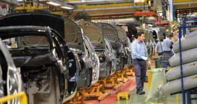 Se desplomó la producción automotriz y hay temor por miles de despidos