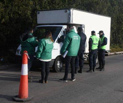 Examinan vehículos destinados a transportar residuos