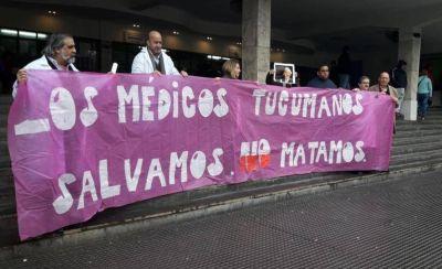 Médicos antiabortistas protestaron en las puertas del Hospital de Niños