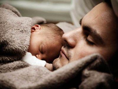 Aumenta a 45 días la licencia por paternidad a estatales porteños