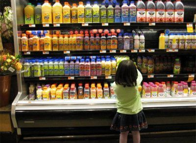 Cómo hizo Chile para reducir un 22% el consumo de bebidas azucaradas en cuatro años