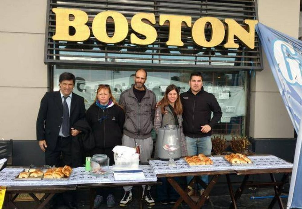Trabajadores de la Boston no se rinden y continúan entregando cafés y medialunas a voluntad