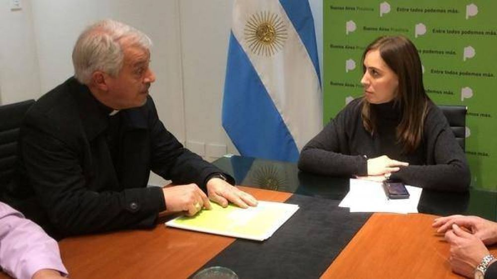 María Eugenia Vidal firmó un plan de obras en un barrio de emergencia con un obispo cercano al Papa