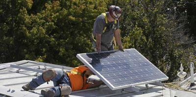 Técnicos de Distrito IV al que pertenece Chascomús: Fomentan el uso de paneles solares en casas particulares afirmando que la inversión se amortiza en dos años