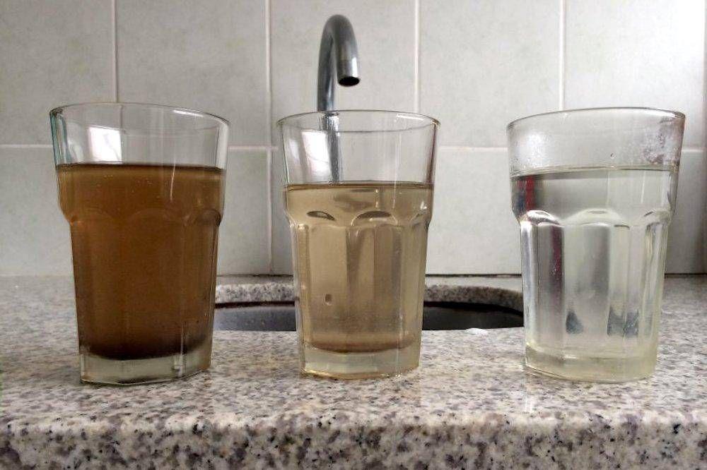"""Agua turbia en la ciudad de Ushuaia: Por el deshielo se produjo """"un alud"""" en la planta potabilizadora de Andorra"""
