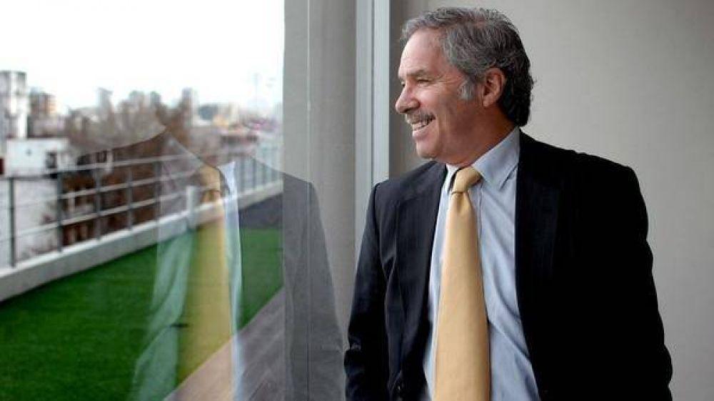 Felipe Solá se pone el traje de candidato presidencial: