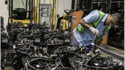 Pros y contras del blanqueo laboral que impulsa el Gobierno, según los analistas