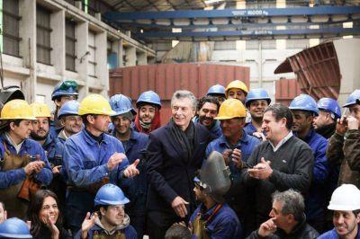 Apenas una foto de Macri con todos, los radicales se buscan y cerveza y Soda