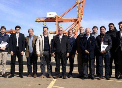 Representantes de Rago, en la sesión de la Comisión de Intereses Marítimos celebrada en Puerto La Plata
