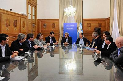 El Gobierno comenzó a negociar con las provincias un ajuste de $100 millones