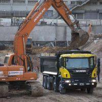 El Gobierno considera reducir la obra pública como parte del ajuste