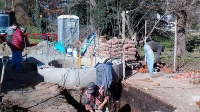 Obras de construcción de una estación de bombeo y cañería en Villa Leonor