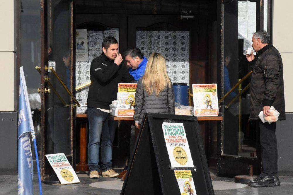 """Trabajadores de la Boston continúan entregando café y medialunas """"a voluntad"""""""