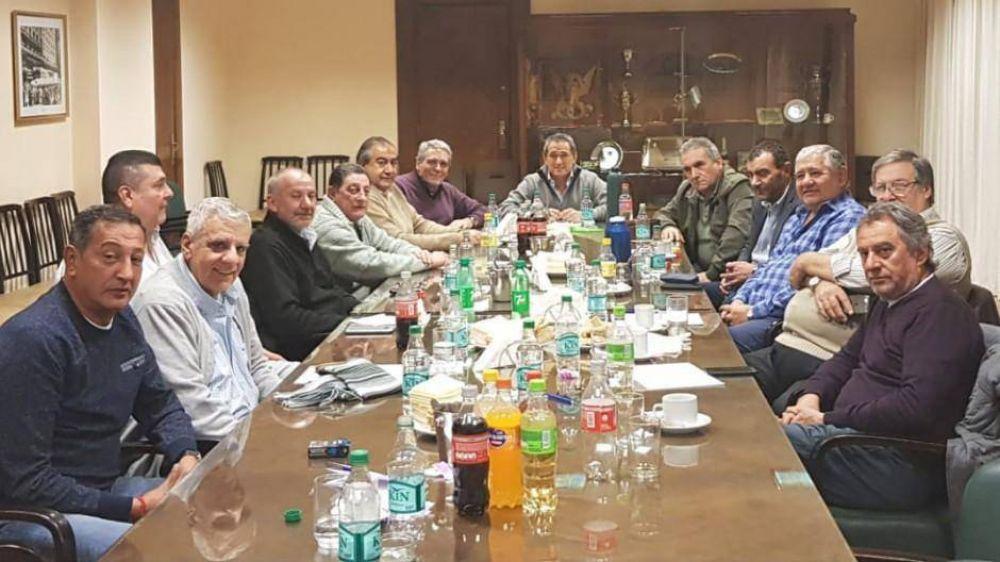 El triunvirato de la CGT sumó a ferroviarios, Luz y fuerza y taxistas