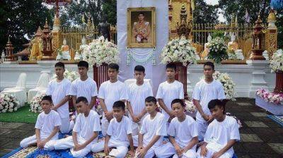 Los niños de la cueva de Tailandia serán ordenados como monjes budistas
