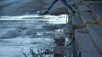 ARSA anunció el recambio cloacal, tras los hundimientos en una céntrica calle de Roca