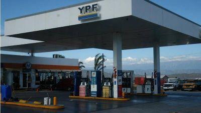 Mera pide a YPF que unifique los precios en todo el país