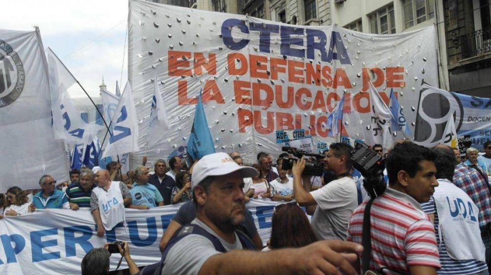 CTERA llamó a un paro docente y en Provincia adhiere Suteba