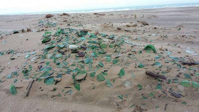 Claromecó, un involuntario depósito de basura, ¿y los vidrios en la playa?