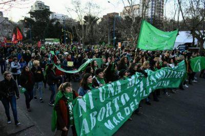 """El """"pañuelazo"""" por el aborto legal se hizo sentir en Mar del Plata"""