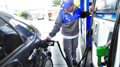 Datos oficiales confirman un fuerte corrimiento de la demanda hacia la nafta Súper