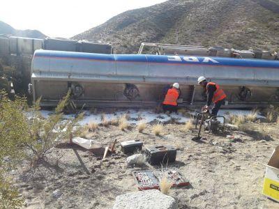 El camión de YPF que volcó en Talacasto derramó 20 mil litros de combustible