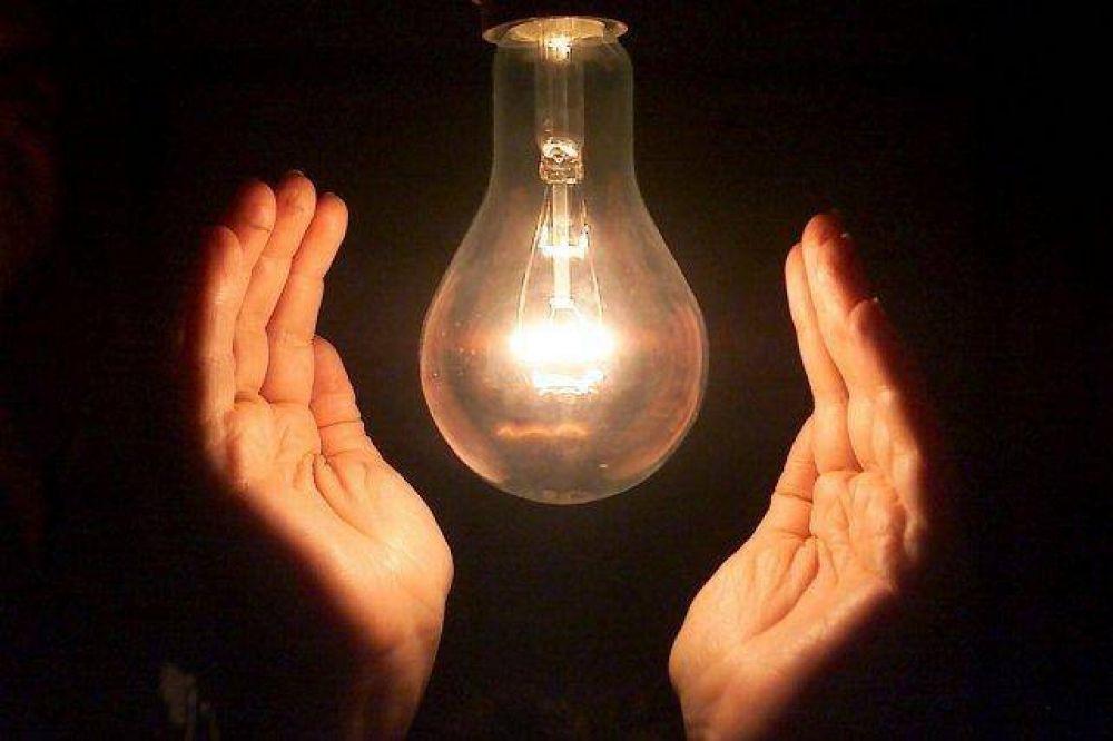 La luz aumentará entre 23% y 26% y la tarifa del agua subió 12%