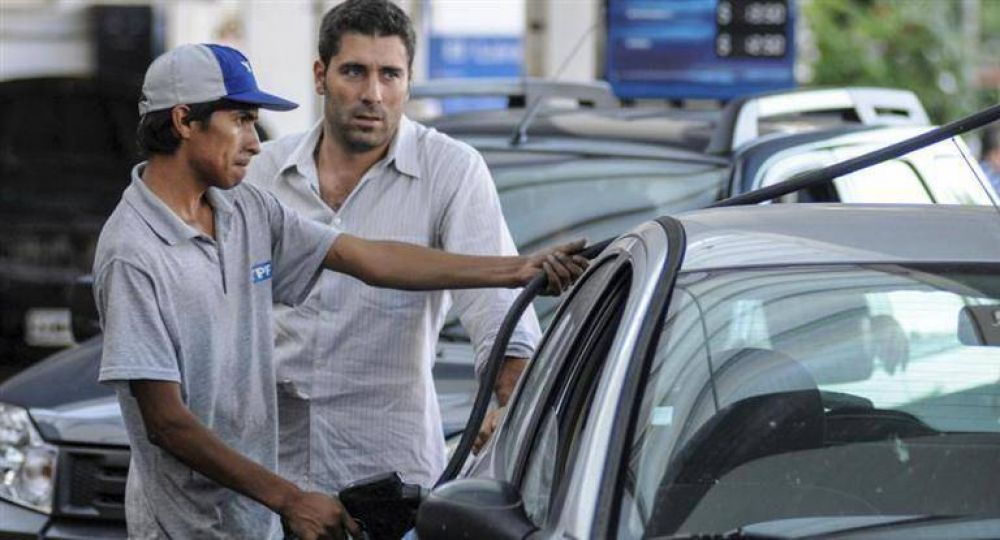 Previsible: por aumentos en combustibles, cae el consumo de nafta premium