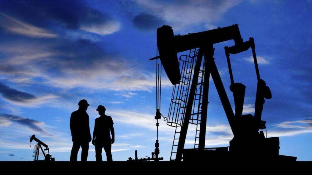 Estados Unidos: precios del crudo caen en inesperada acumulación de inventarios de petróleo