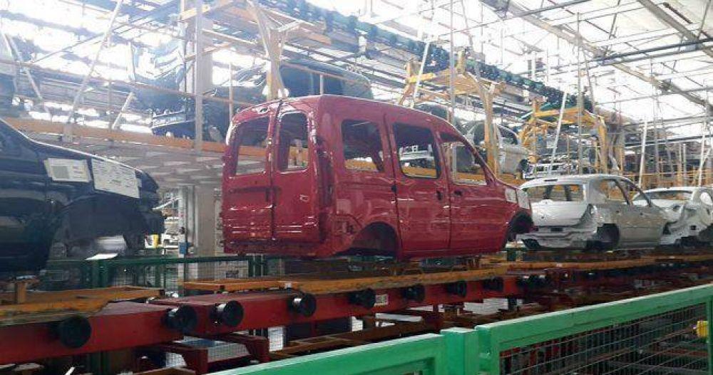 Sobrepasado de stock, Renault lanza un plan de suspensiones para 1800 operarios