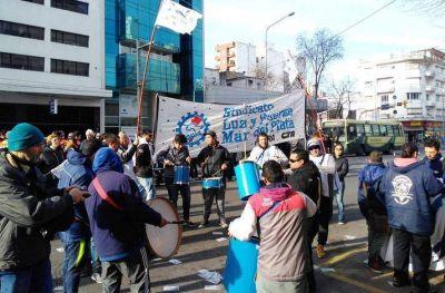 Luz y Fuerza Mar del Plata no se rinde: Paró y se movilizó por violación del Convenio
