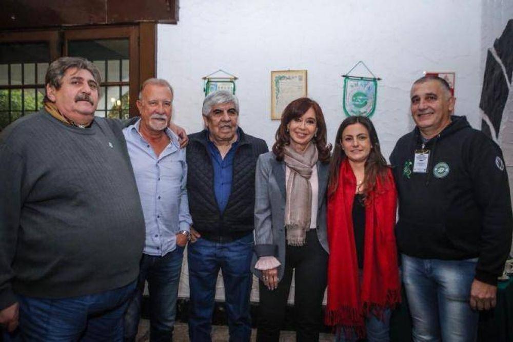 """Moyano se sacó una foto con Cristina y disparó contra el Gobierno: """"Van a hacer lo que le diga el FMI"""""""