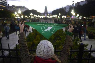 Una organización católica internacional le pide al Senado que apruebe la legalización del aborto