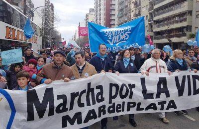Marplatenses, junto a Obispo, se movilizaron en rechazo a la Ley del Aborto