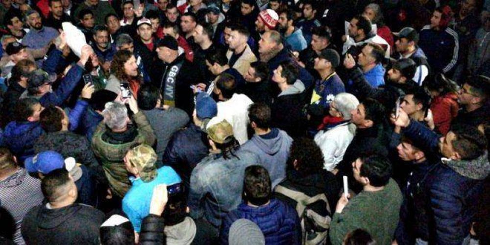 Tensión total: 1.500 trabajadores del Astillero Río Santiago se disponen a resistir ante rumor de intervención y militarización