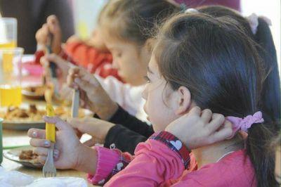 La polémica por los comedores escolares, Soda, Manes y políticos