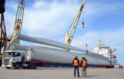 Descargaron material renovable en Puerto Bahía Blanca