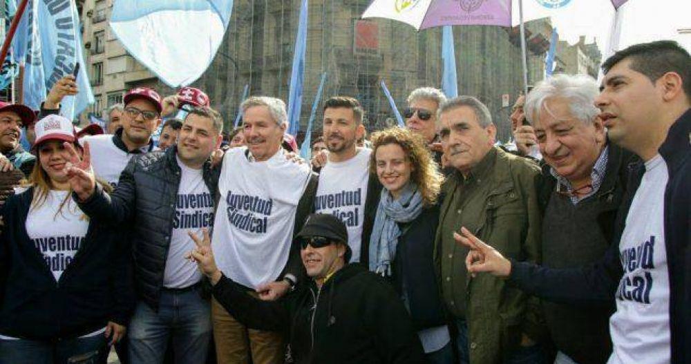 Tras cobijarlo en Azopardo, Schmid y la Juventud Sindical marcharon con el triunvirato de San Cayetano