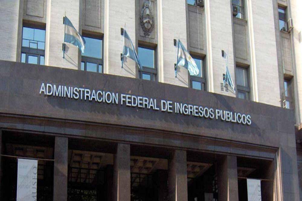 Empleados de la AFIP amenazan con un paro en rechazo al recorte salarial