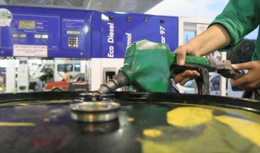 """Advierten sobre una """"distorsión peligrosa"""" de precios de los combustibles"""