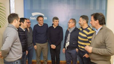 A dos puntas, los alcaldes del PJ van a un acto con Máximo Kirchner pero quieren verse con Sergio Massa