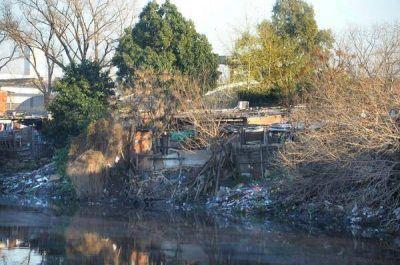 Riachuelo: declaran desierta una licitación y vuelve la basura flotante