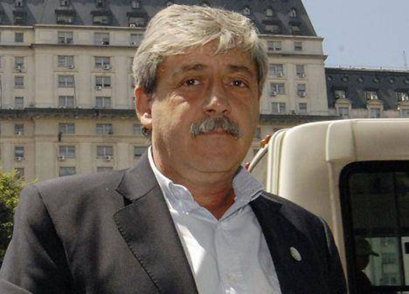 """Buzzi: la Oncca """"es un centro de corrupción"""""""