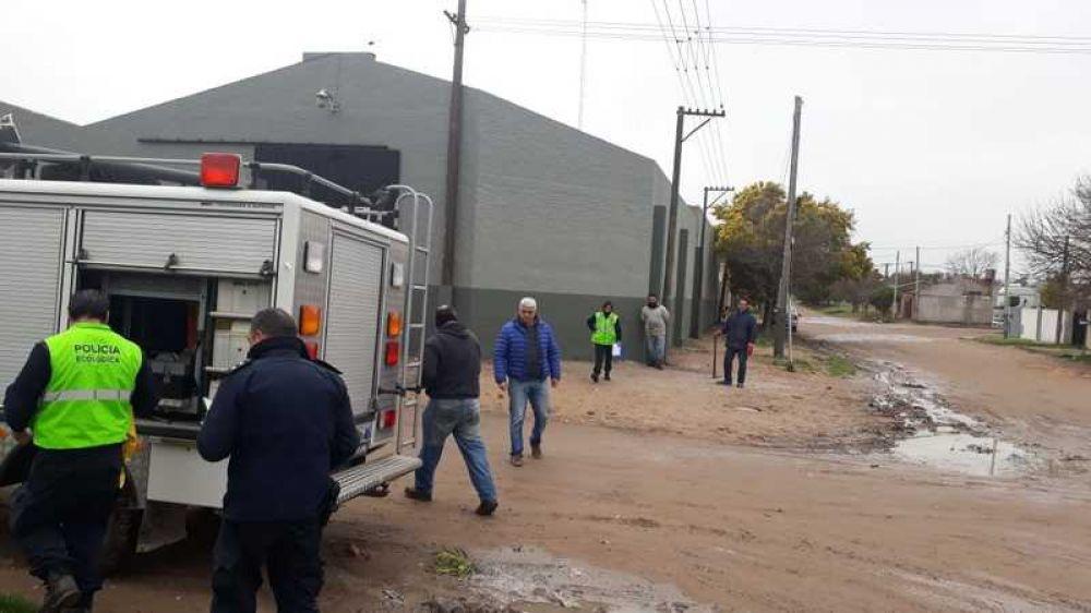 Rápida intervención conjunta en Barrio Norte ante la detección de una sustancia peligrosa en las cloacas