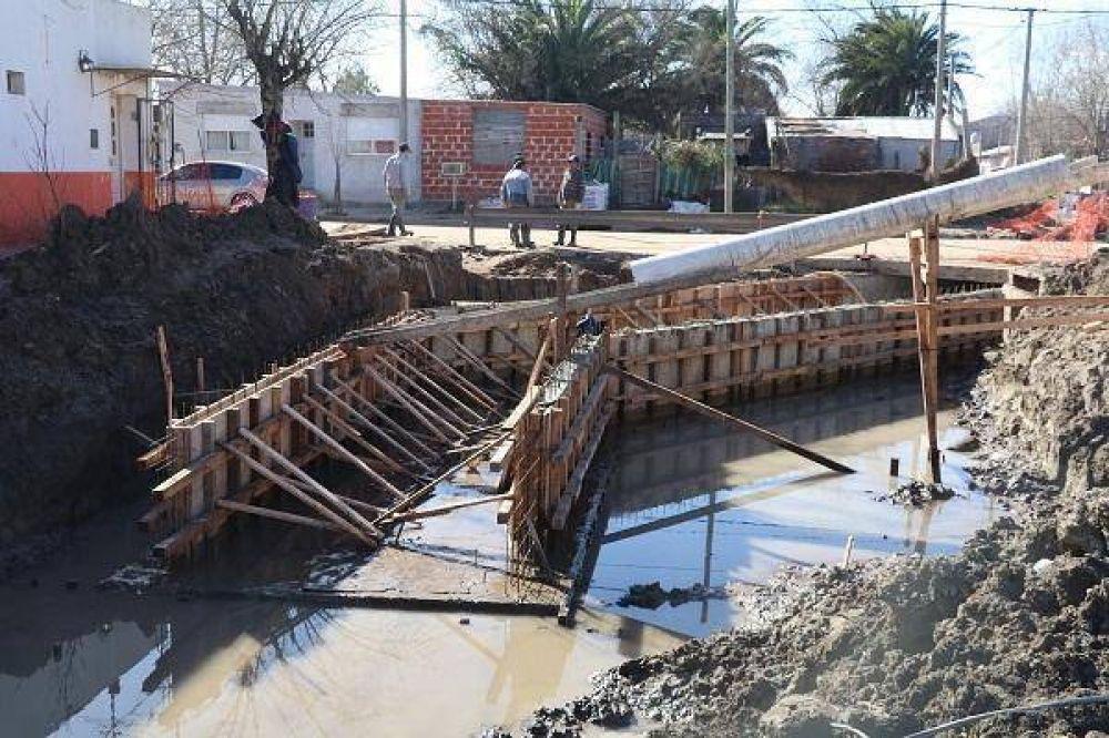 El Municipio avanza en la obra de saneamiento en calle Juan B. Justo