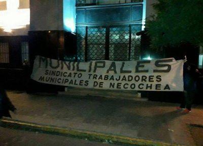 Los trabajadores municipales le retrucan a Facundo López