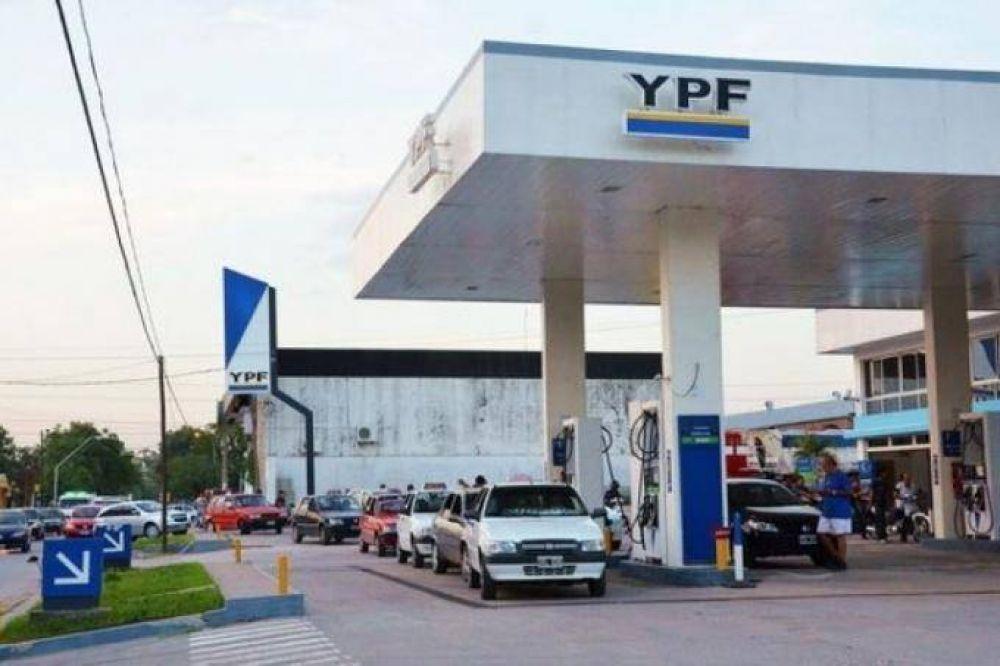 El consumo la nafta cayó un 20% y las estaciones de servicio buscan eliminar el pago con tarjeta