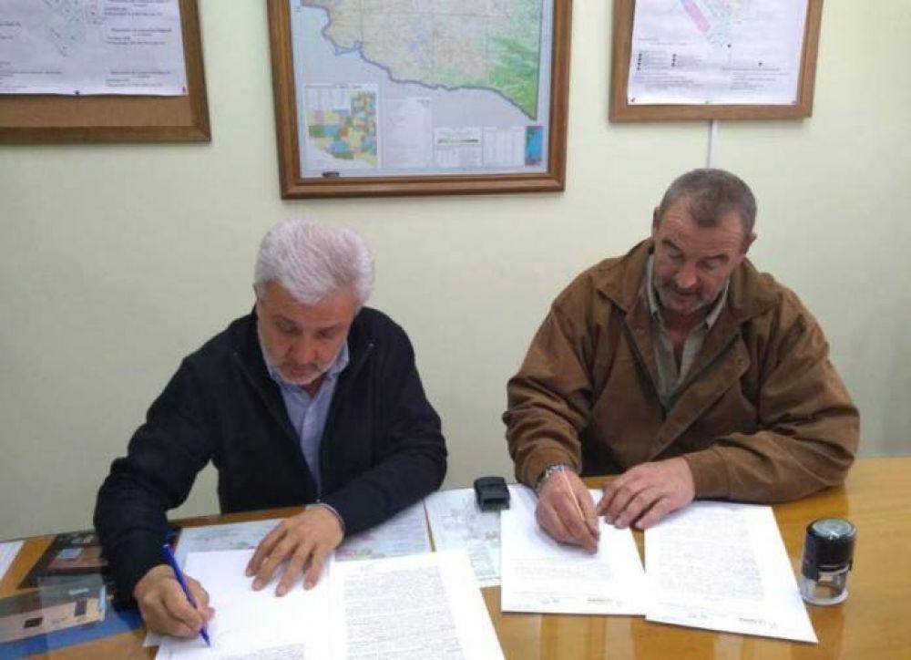 Firmaron convenio para obra de agua potable en Unanue