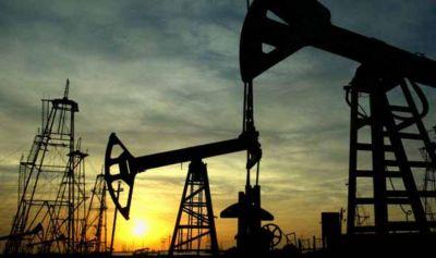 Los precios del crudo terminan la semana en alza después del pronóstico de la IEA